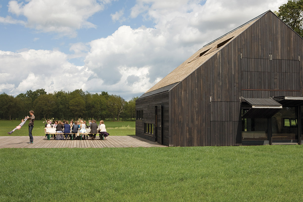 Rurbanista a modern farmhouse goes dutch modern farmer for Modern farmhouse cost to build