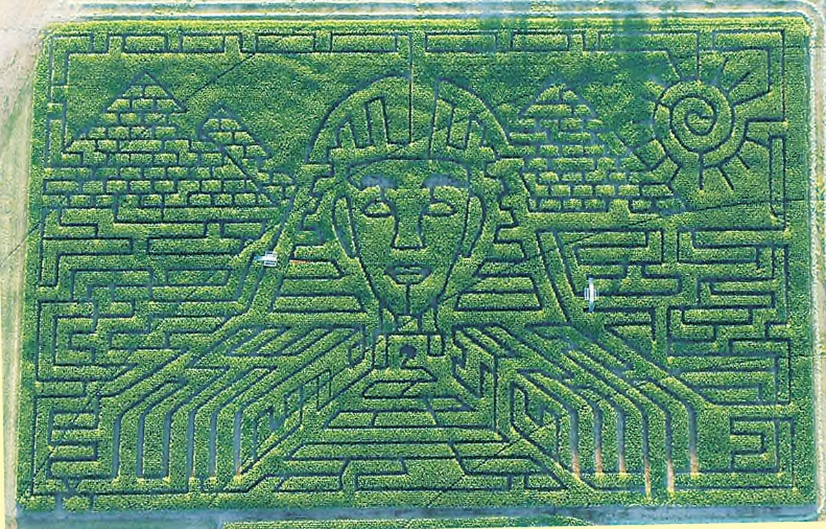 Maze-goers walked like an Egyptian through this 2005 Herbst design in Terrebonne, OR / themaize.com