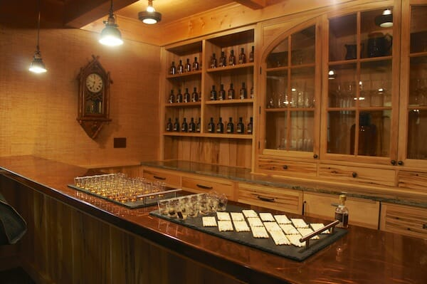 Another look at the tasting room.