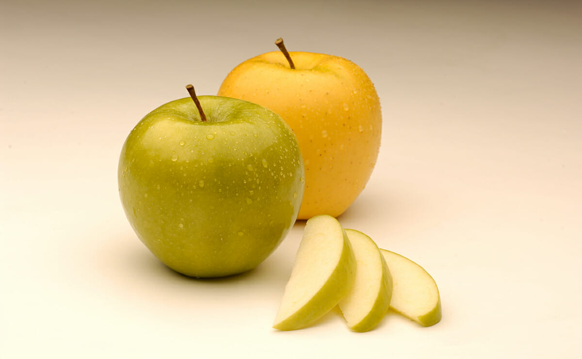 Arctic Granny Smith Apple and Arctic Golden Delicious Apple, with slices.