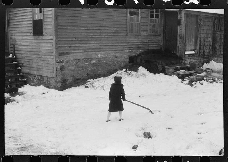 Shovelling snow in Norwich, Connecticut. Photographer: Jack Delano, ca. November 1940.