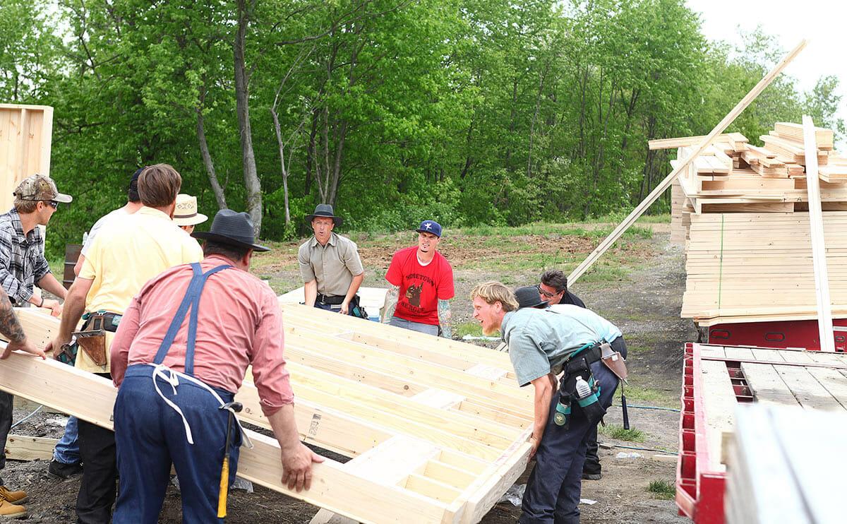 Vanilla Ice helps raise a barn!