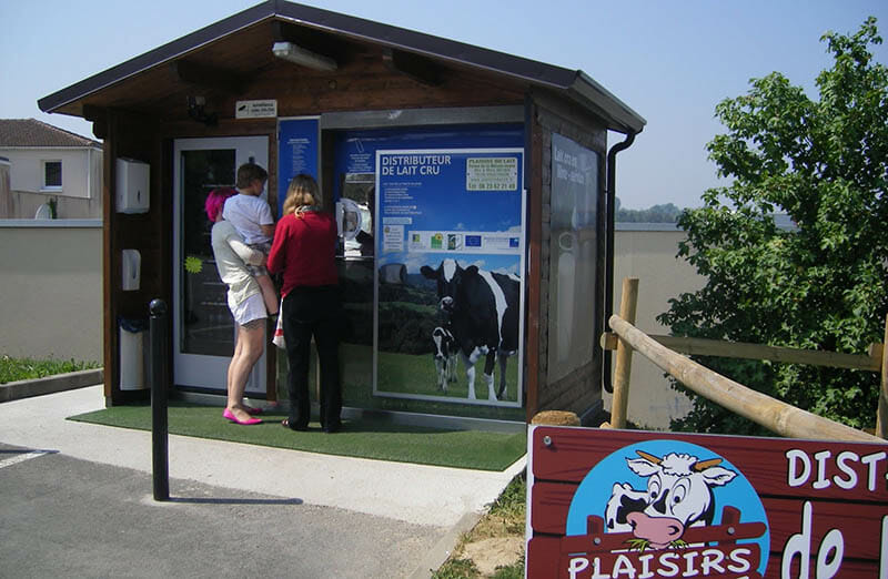 A raw milk vending machine in France. Image courtesy of blogger yeractual of polesapart.blogspot.com.