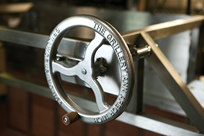 Crankwheel used to raise and lower the cooking surface (and control cooking temperatures) on a Grillworks Infierno 64.