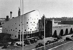 The Continental Baking Building looked like a bag of Wonderbread. / Courtesy World's Fair Historical Society.