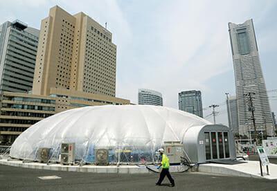 An employee walks past Granpa Farm's dome-shaped vegetable plant in Yokohama. / Courtesy Haruyoshi Yamaguchi.