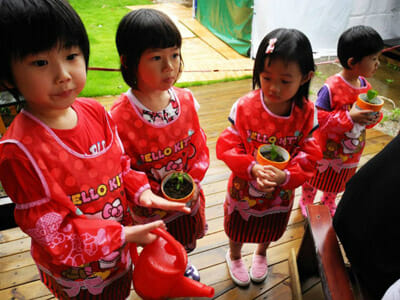 The farm regularly organizes events for kids to teach them about farming.