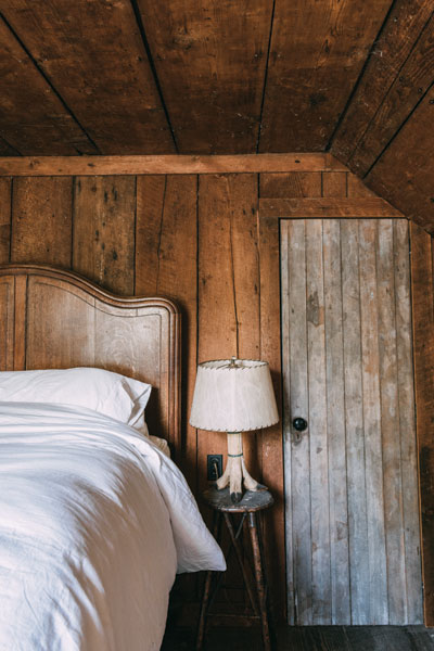 http://modernfarmer.com/wp-content/uploads/2015/08/kurtwood-farms-bedroom.jpg
