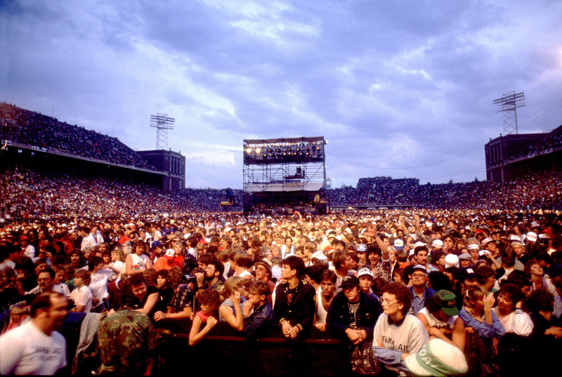 rsz_farm_aid_85_crowd_shot_credit_paul_natkinphotoreserve