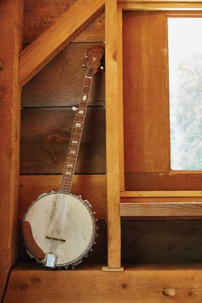 http://modernfarmer.com/wp-content/uploads/2015/09/inez-valk-banjo.jpg