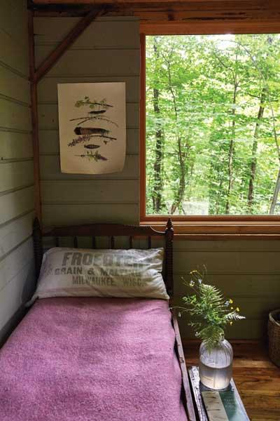 http://modernfarmer.com/wp-content/uploads/2015/09/inez-valk-bedroom.jpg