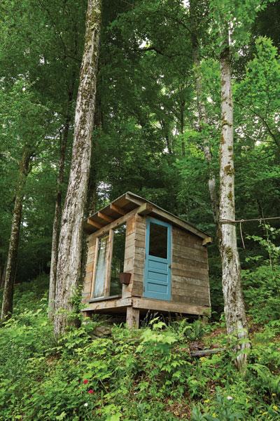 http://modernfarmer.com/wp-content/uploads/2015/09/inez-valk-guest-cabin.jpg