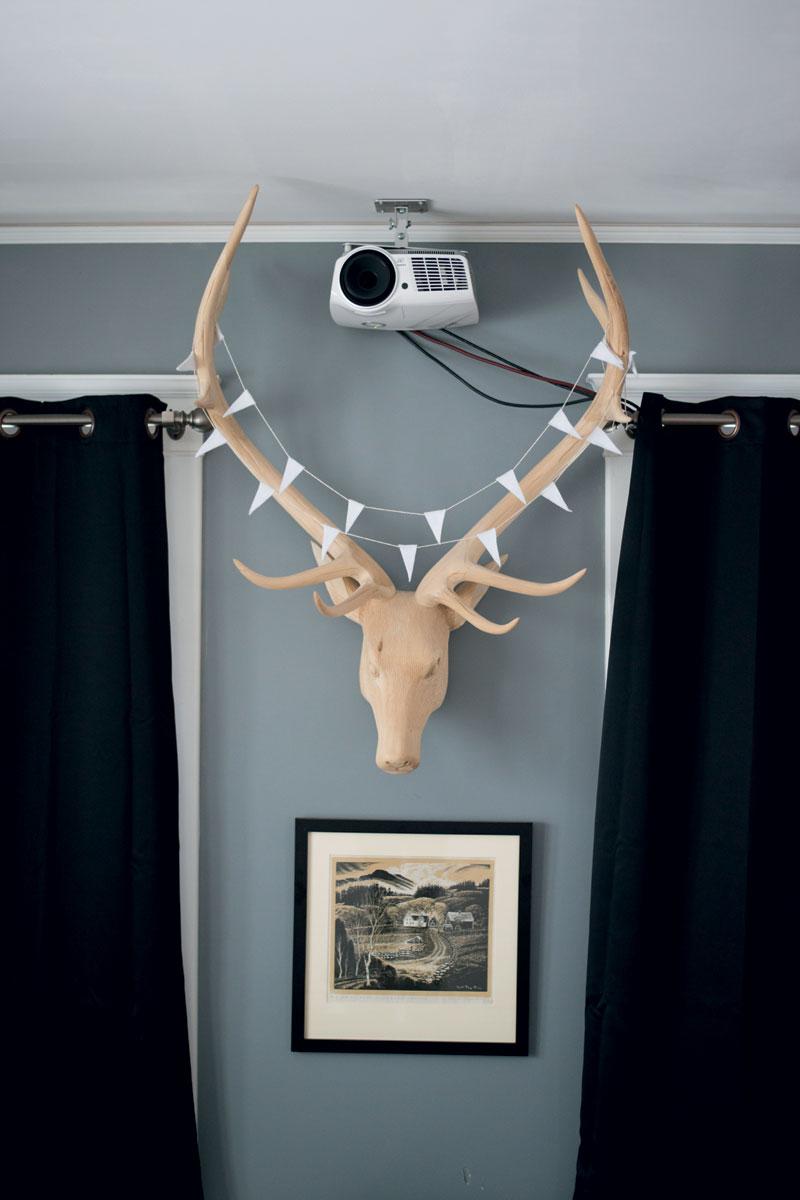 http://modernfarmer.com/wp-content/uploads/2016/01/urban-exodus-antlers.jpg