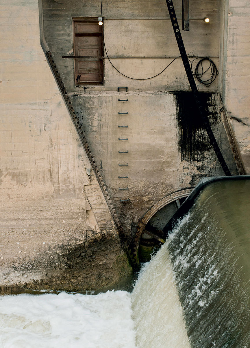 The Federal Bureau of Reclamation finished constructing the Grand Valley Diversion Dam, which redirects water from Colorado's wet Rockies to parched farmland, in 1916.